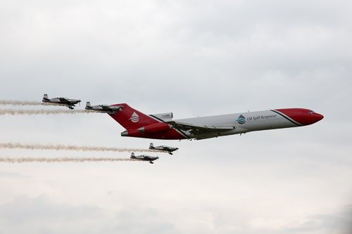 Blades with oil spill response Boeing 727