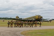 805A3333paratroopers_board_betsy